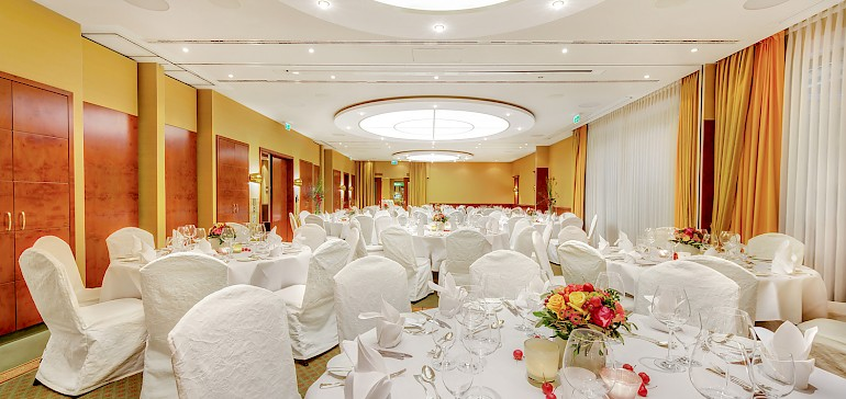 """Function room """"Kaisersaal"""" for up to 100 people"""